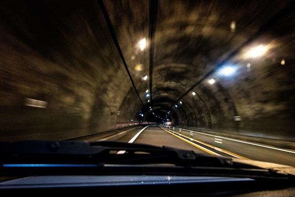 トンネル内の走行