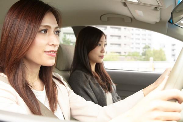 女性2人のドライブ